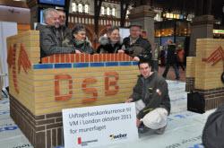 dk_bricklayer_winner_and_family_2011.jpg